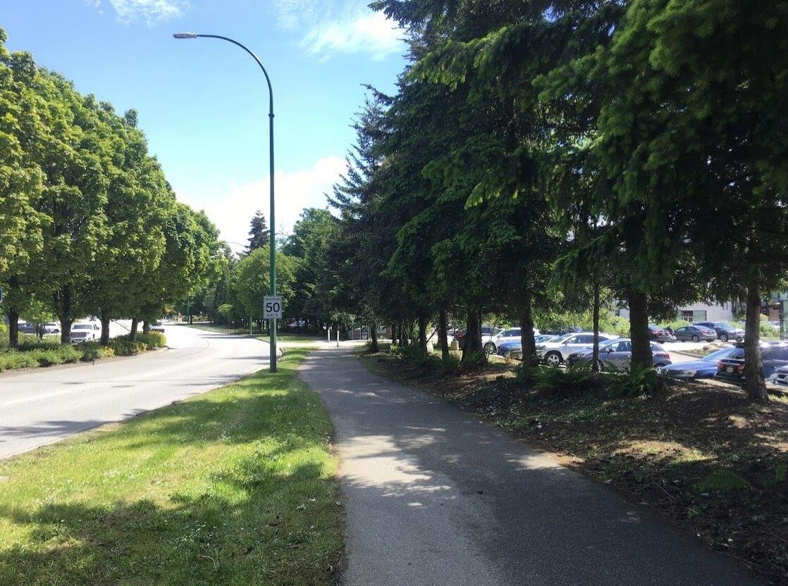 ファクトリーアウトレットへのルート「緑の歩道」