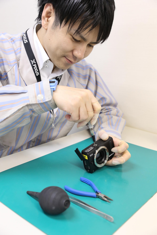 この写真はキヤノンショールームサマーイベント2019の体験ワークショップ・エンジニアの仕事の様子です