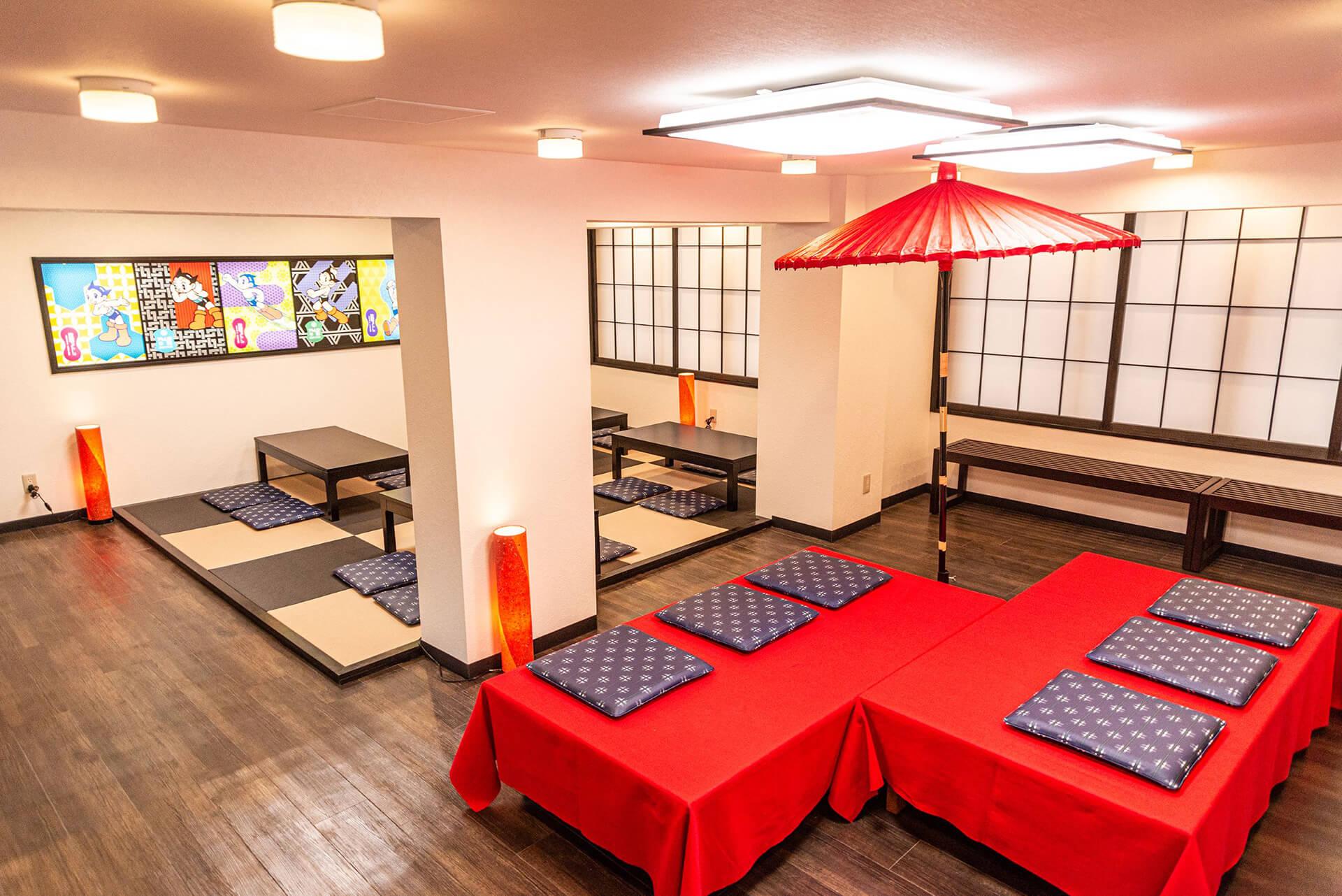 この写真はアトム堂本舗にあるカフェの全景です