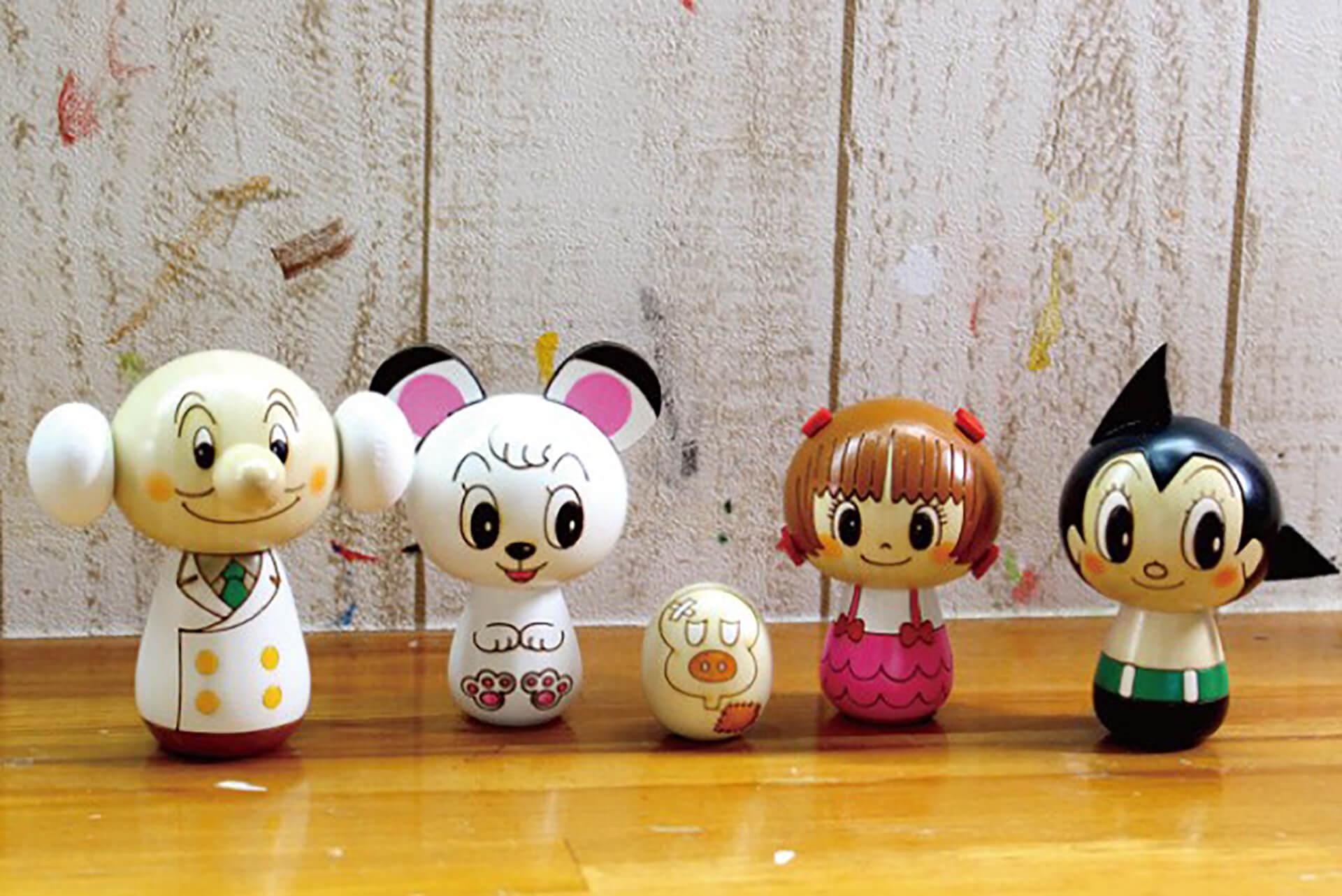 この写真はアトム堂本舗で販売されるアトムのキャラクターを模した人形たちです