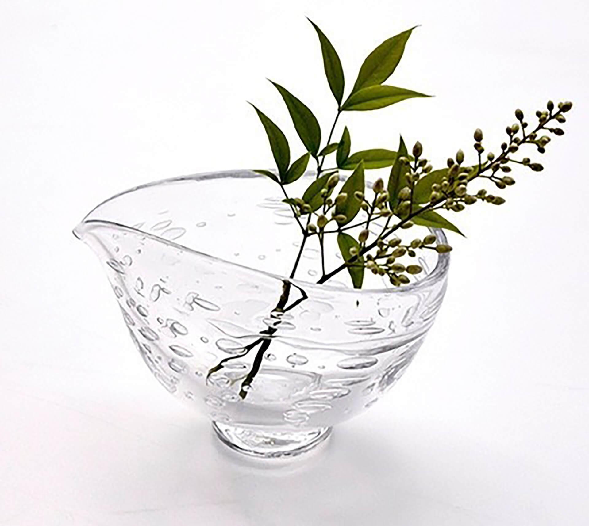 この写真は暮らしとクリーマに出品する、ATELIER dewのガラス一輪挿しです