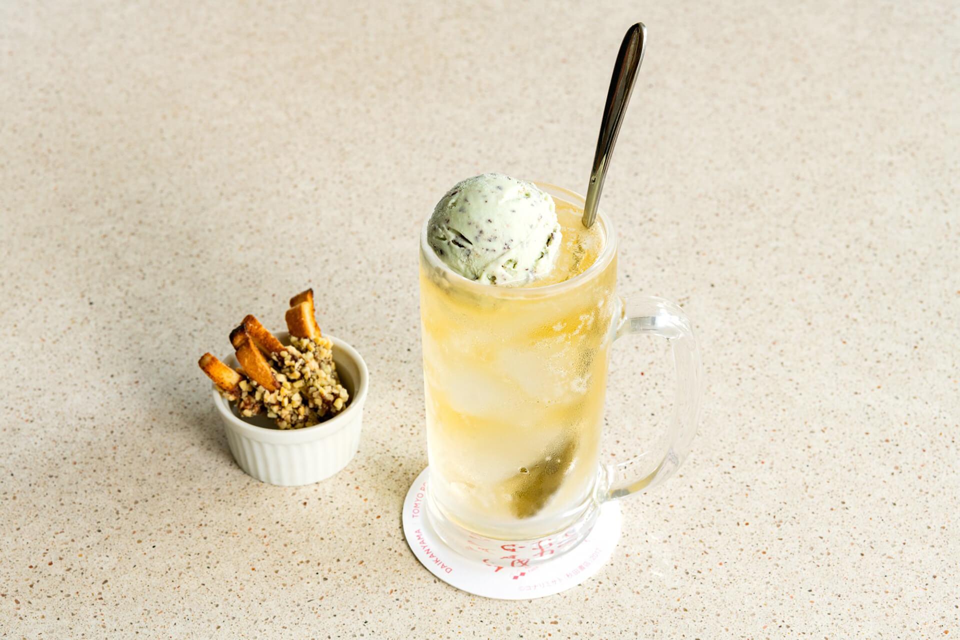 この写真は「豆苗カフェ」で販売する、チョコミントハイボール & パンの耳チョコスティック です