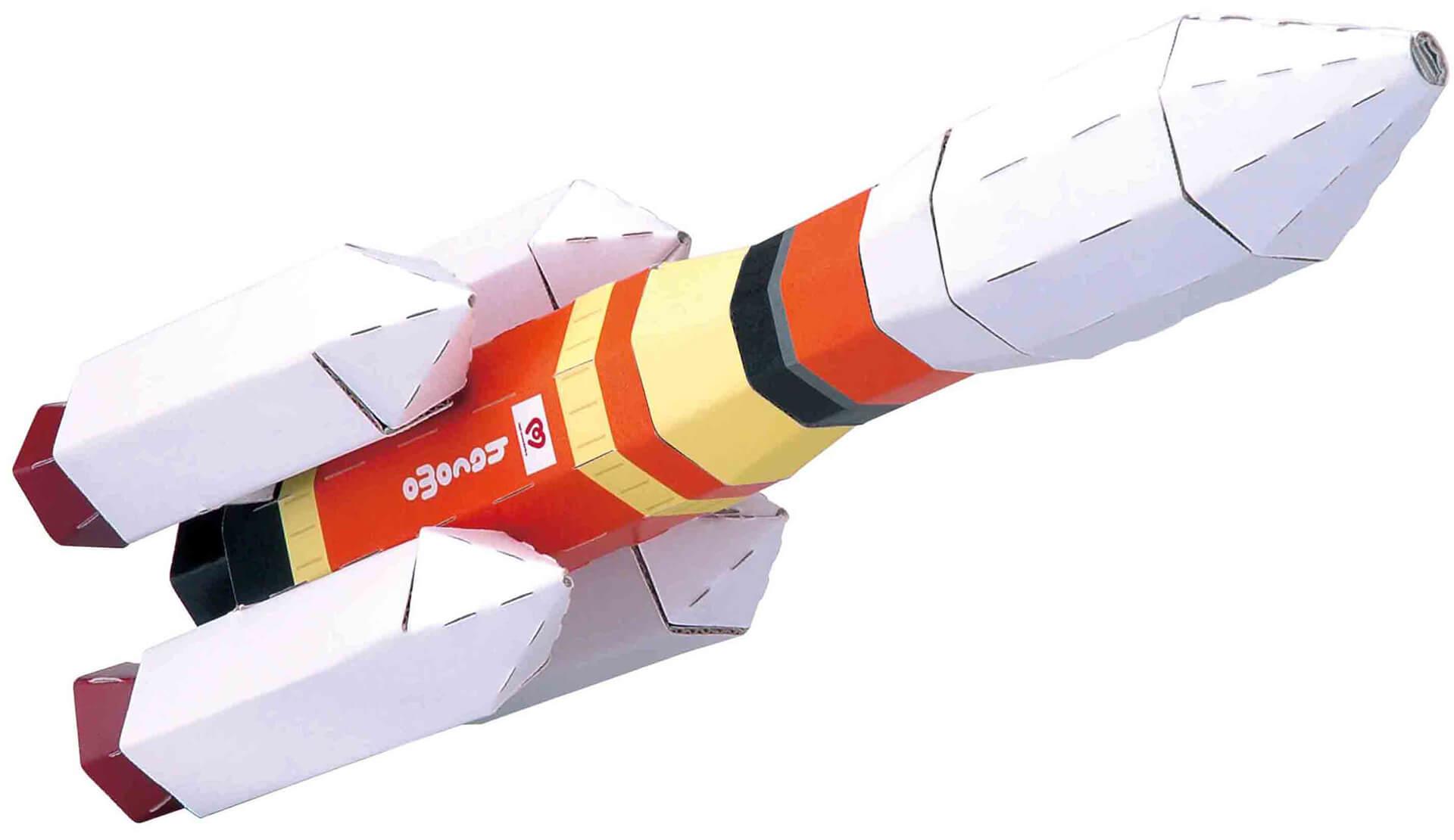 この写真はダンボール宇宙遊園地で販売するロケットの工作キット完成写真