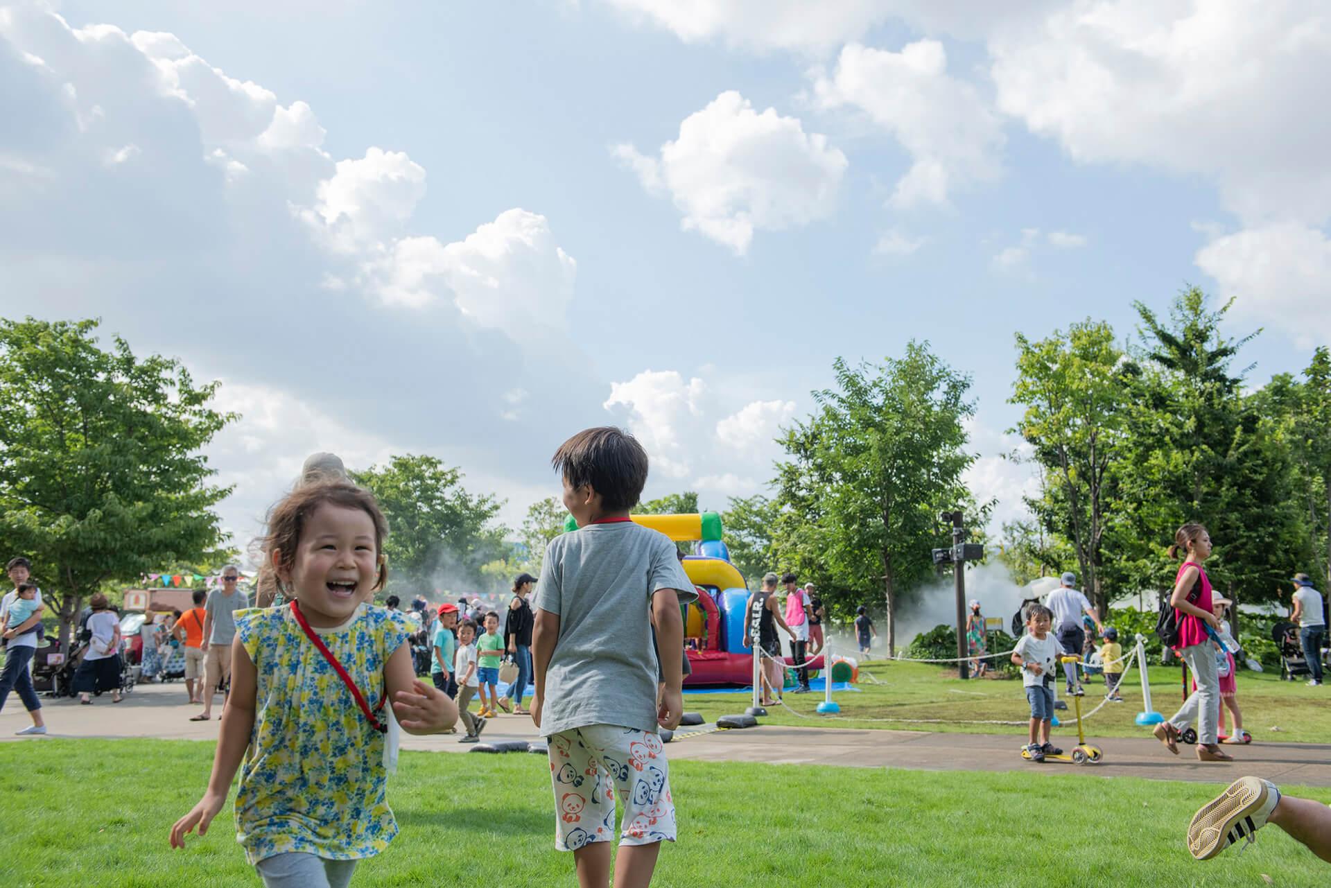 この写真は、品川アドベンチャーテラスのわんぱくゾーンの様子。子供はしゃいでます