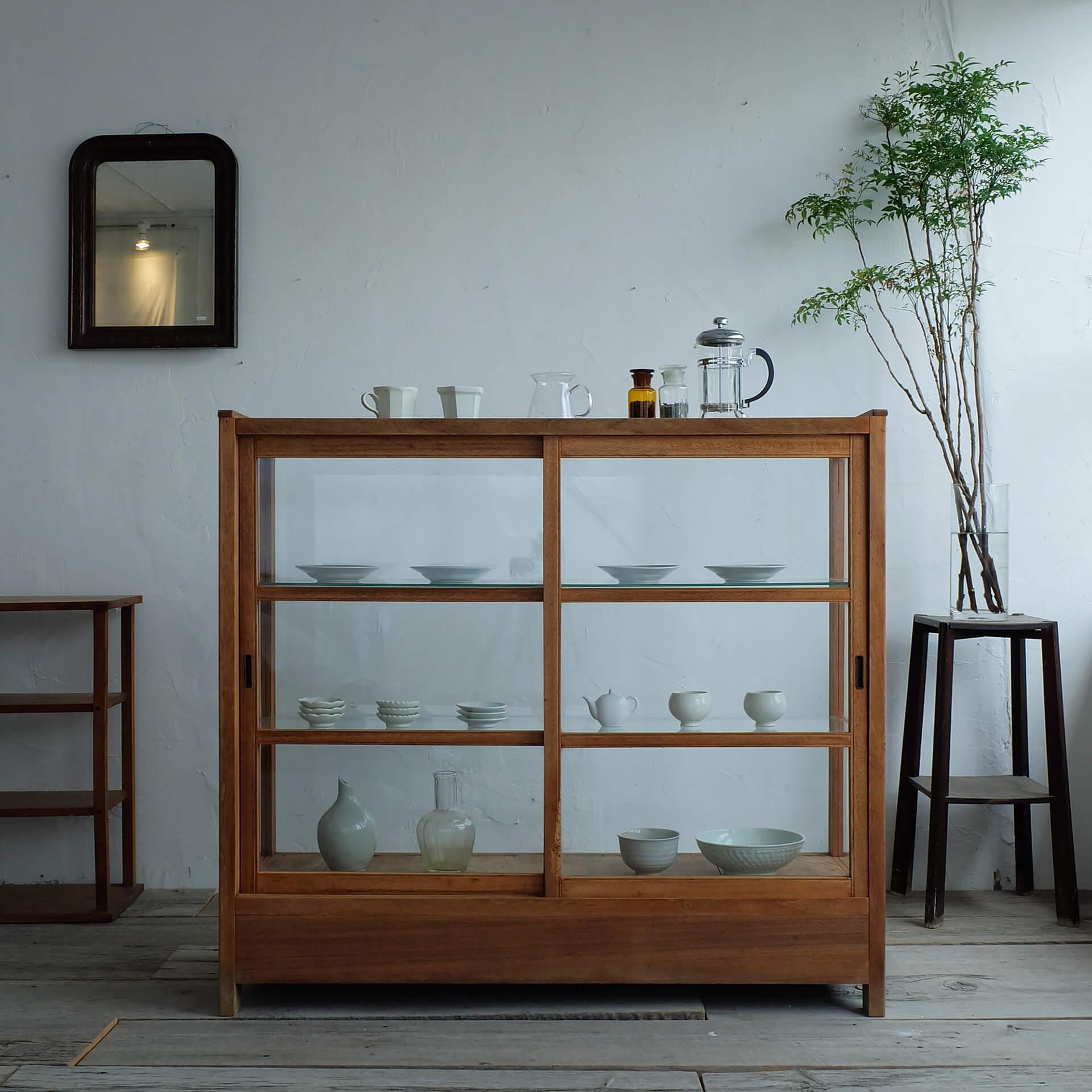 この写真はイッカポップアップストアで販売される家具の棚