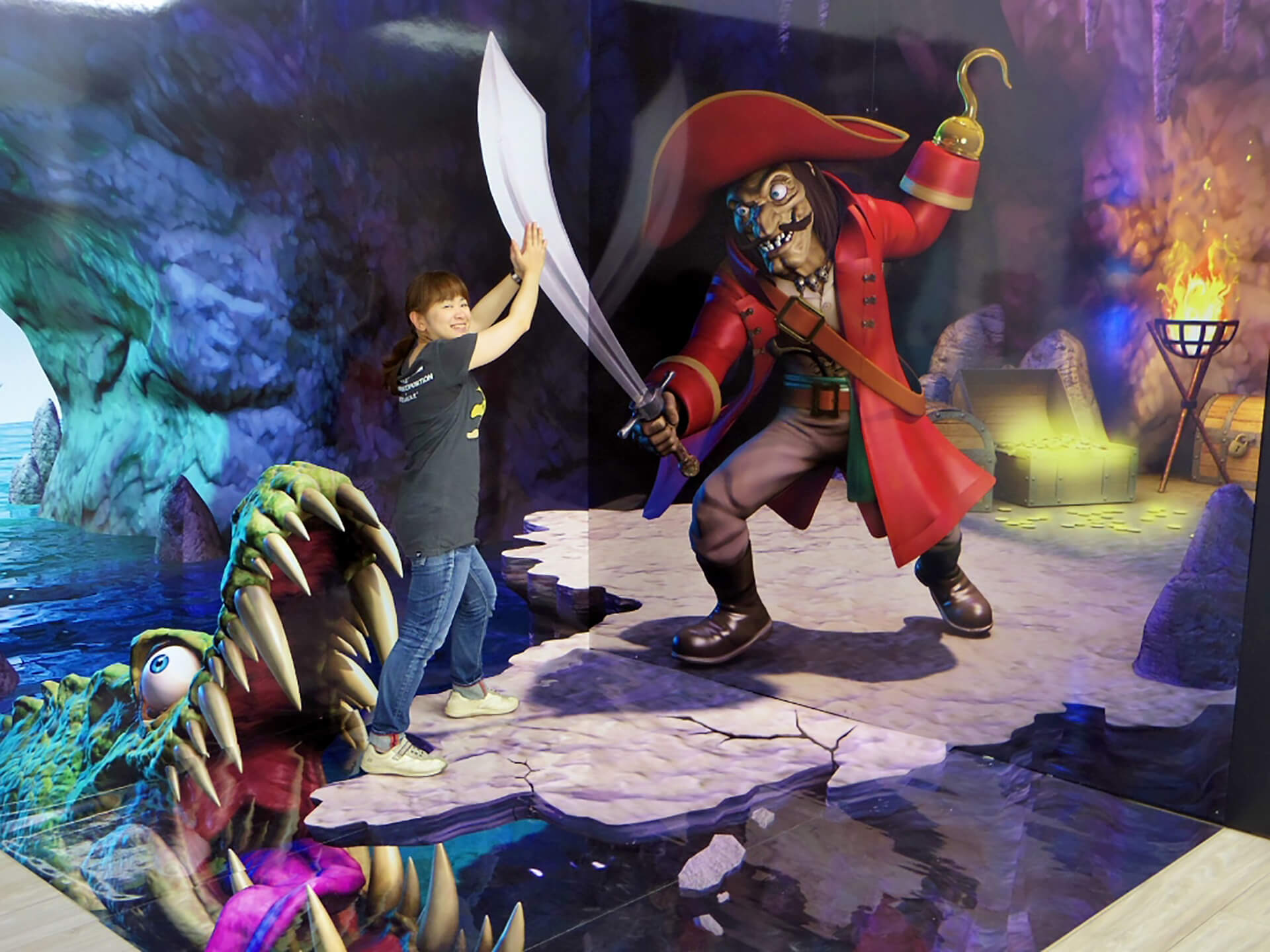 この写真はノッポン兄弟のわくわくふわふわランドのおもしろ写真。フック船長と戦っています