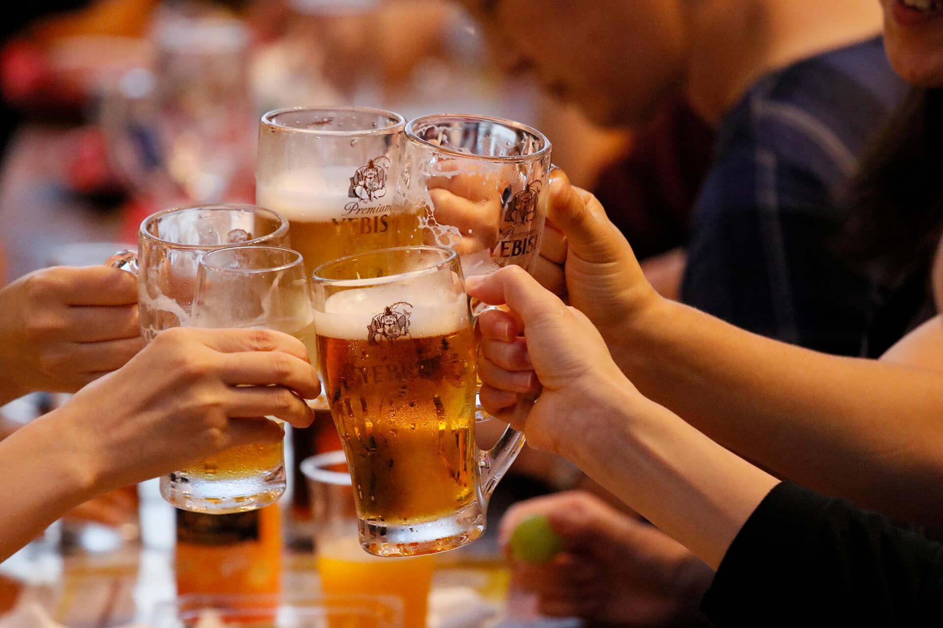 この写真は第11回「恵比寿麦酒祭り」のイメージ・乾杯風景です