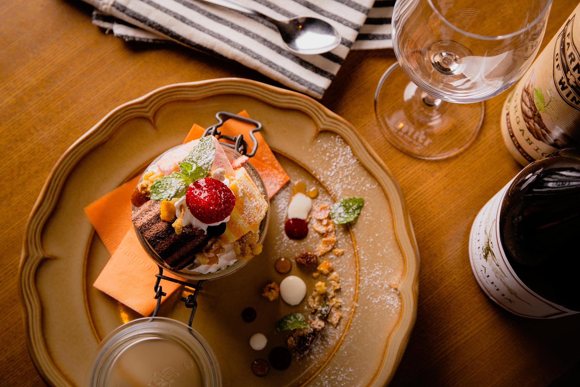 この写真はランタンナイトで食べられる夜パフェ。パフェを俯瞰している写真です