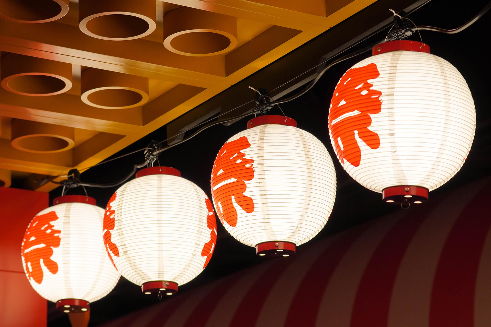 この写真は、レゴニンジャゴー夏祭りの提灯