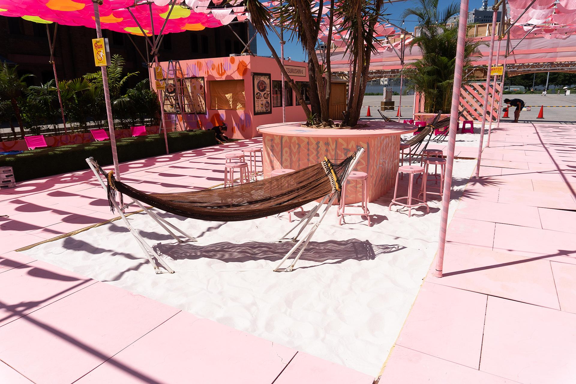 この写真は「レッドブリックビーチ」の砂浜