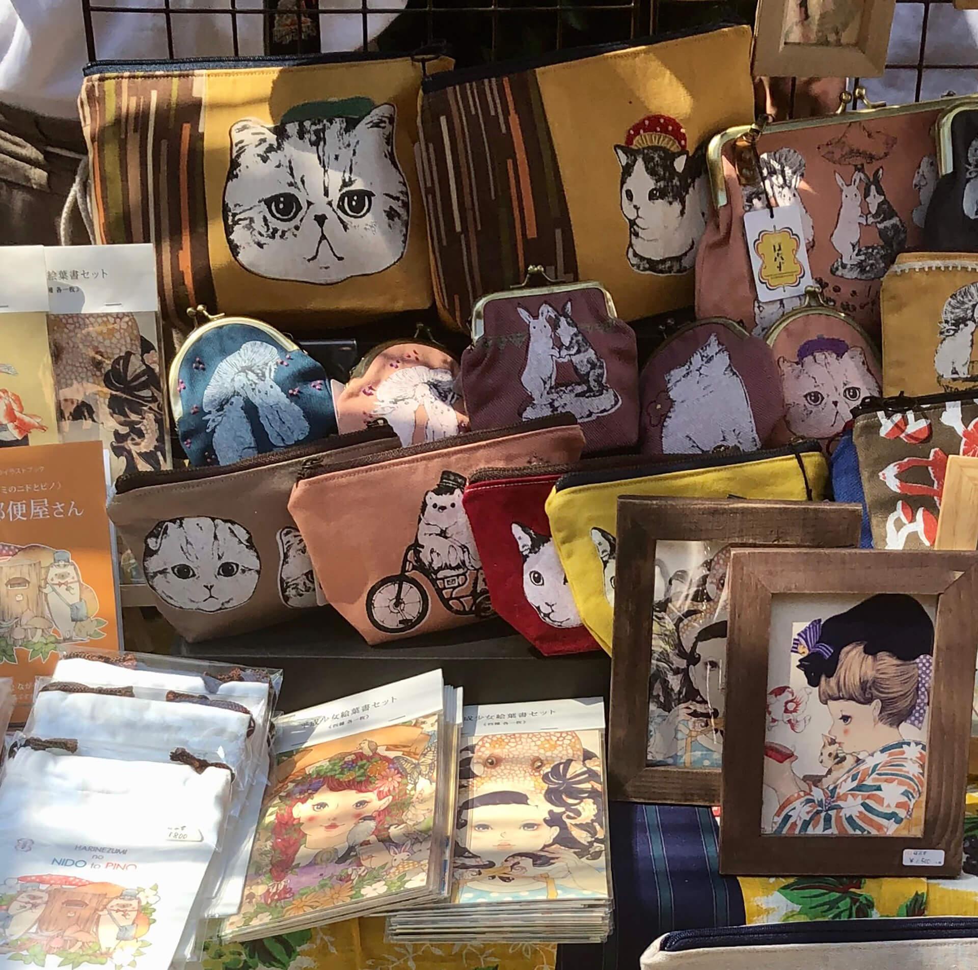 この写真は「猫八雑貨市」に出展するほぶずさんの猫グッズです