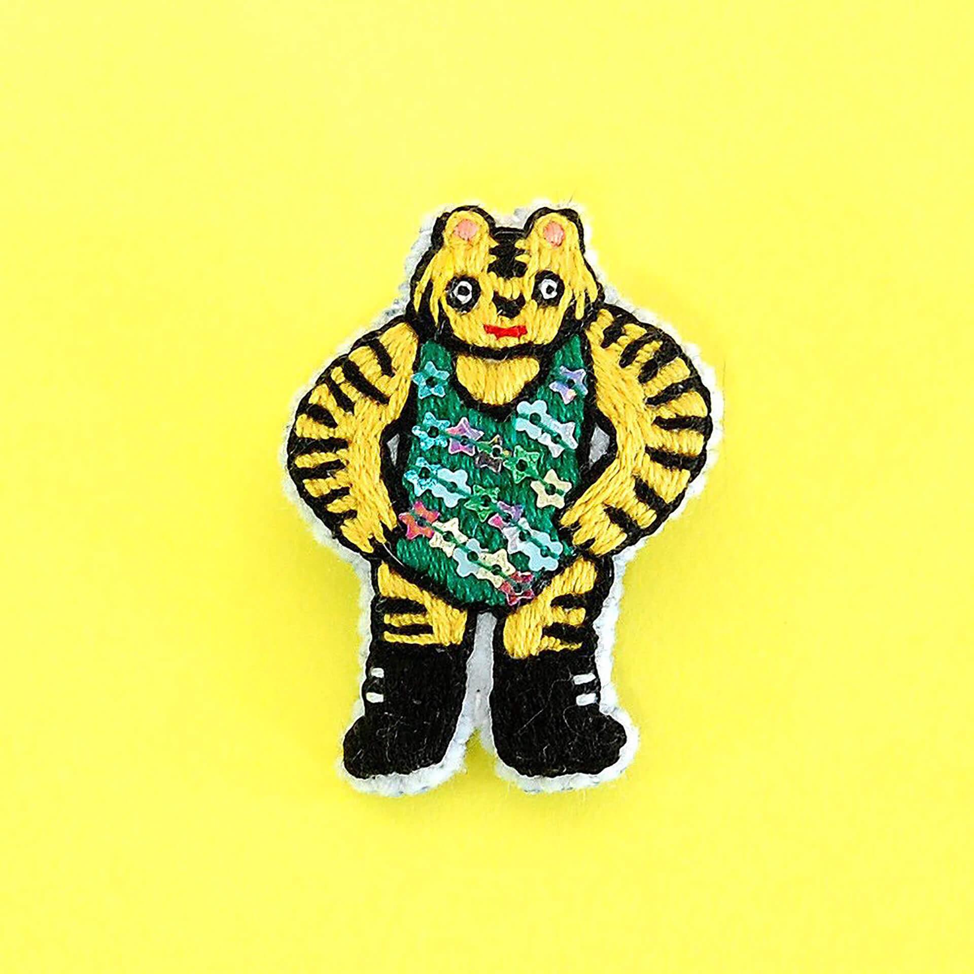 この写真は「猫八雑貨市」に出展する中しま刺繍さんぼトラレスラーです