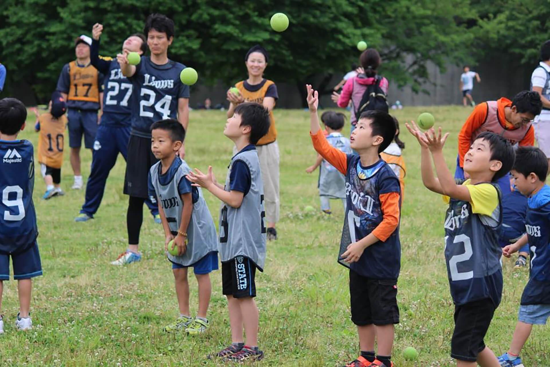 親子キャッチボールイベントの前回の様子・ボール遊びしてます