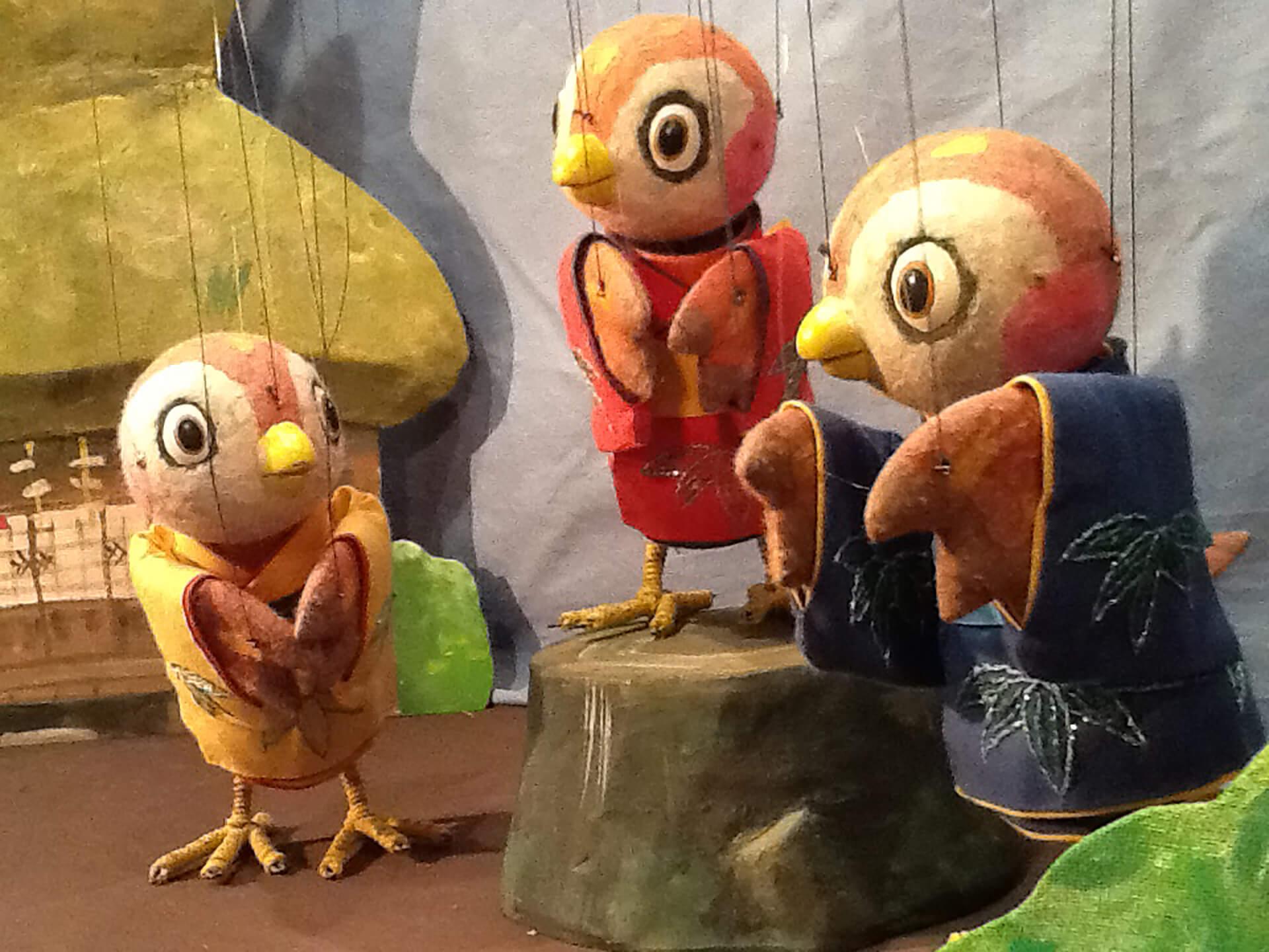 横浜人形の家 人形劇上演「舌切りスズメ」のすずめたち