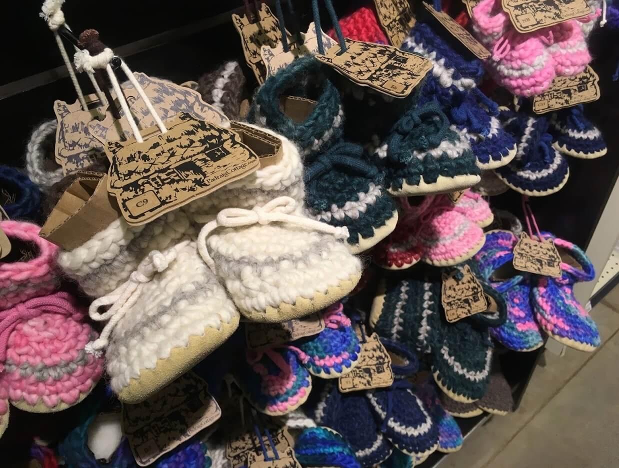 毛糸の手編みブーツ類