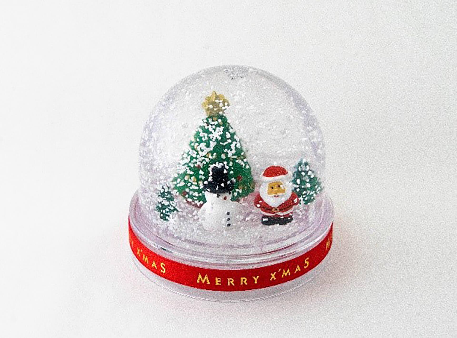 雪降るクリスマスのスノードーム