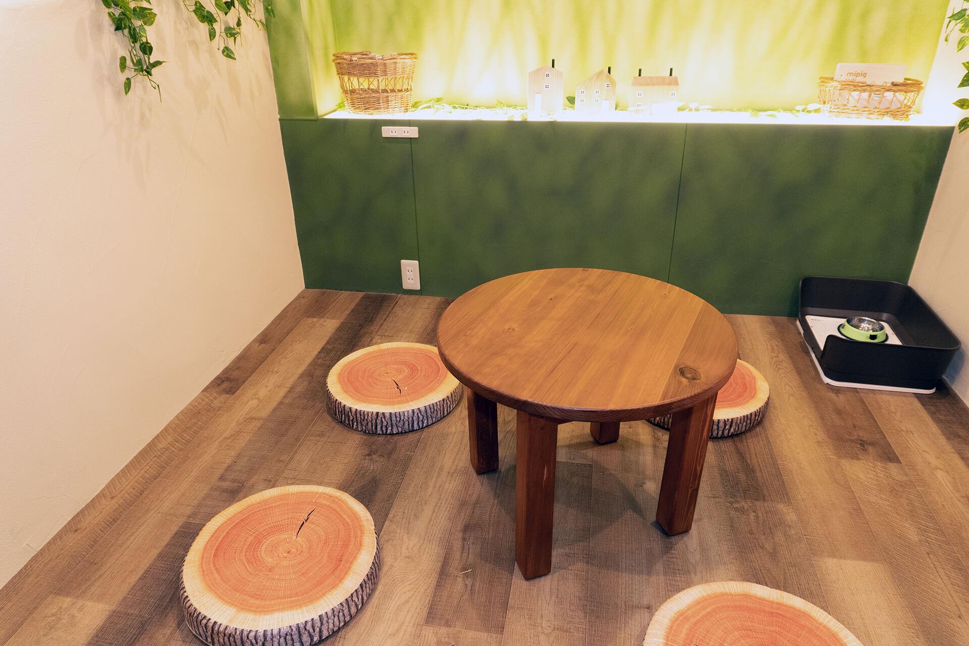 mipigcafe原宿店・木の家