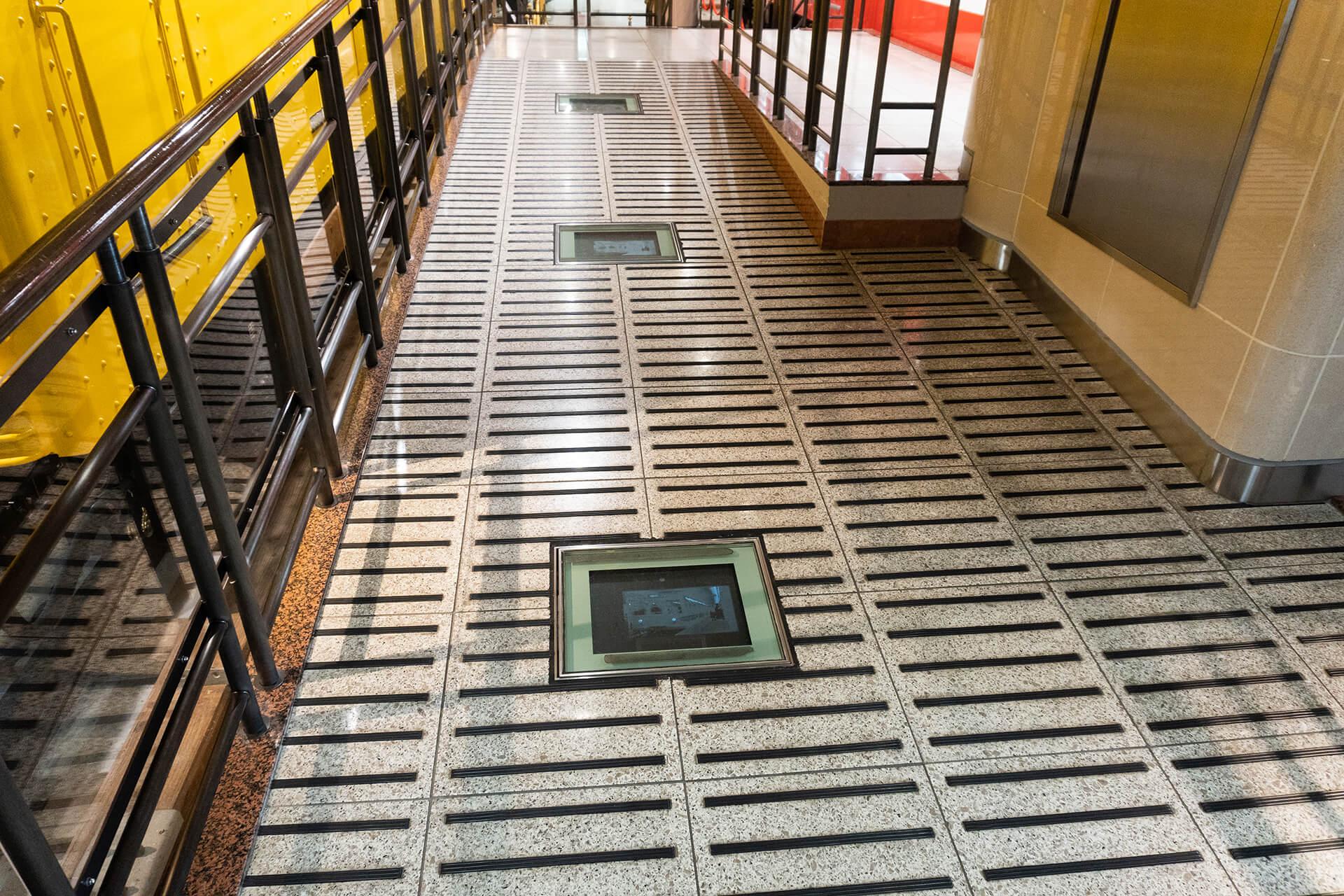 地下鉄博物館床