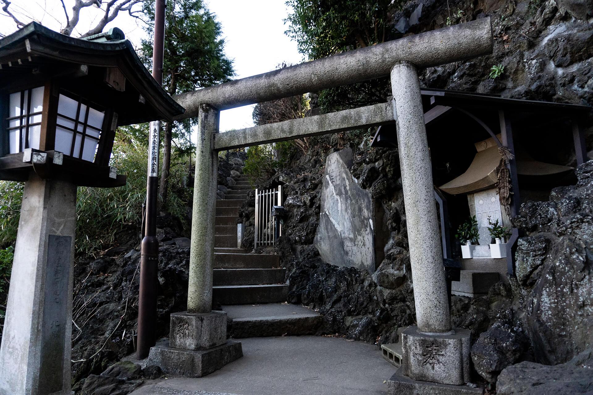 品川神社富士塚入り口