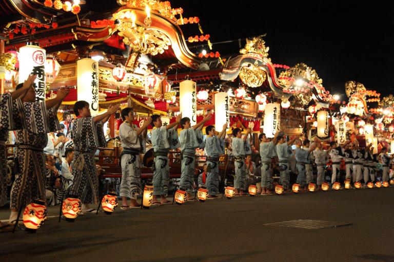 伝統的祭り「花輪ばやし」と「毛馬内盆踊り」